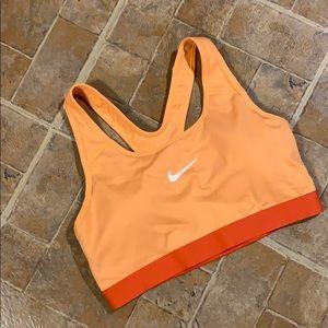 NWOT Nike Dri Fit sports bra size women's medium